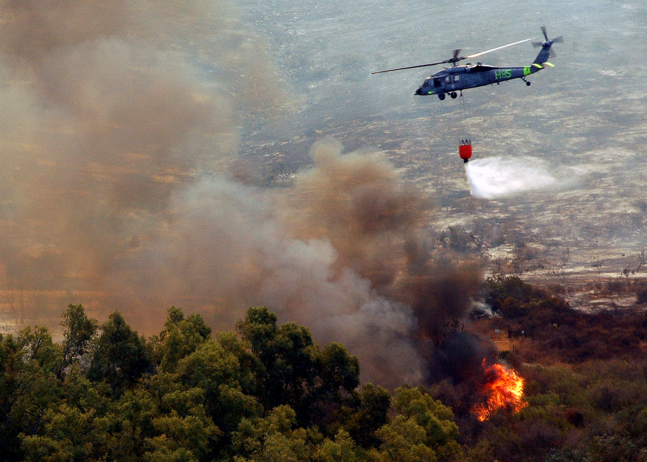 US_Navy_drops_water_from_a_helicopter-borne_firefighting_bucket.jpg